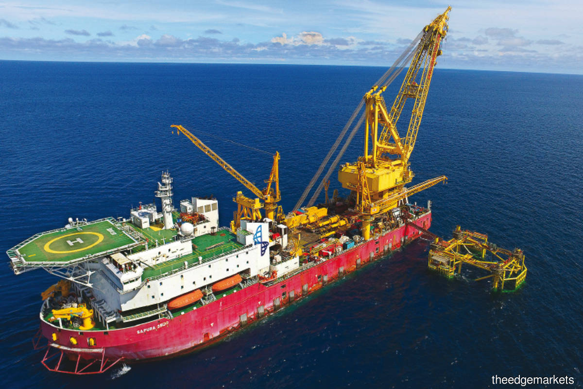 The Sapura 3500 self-propelled heavy lift pipe laying vessel. Sapura owns dozens of mega assets like this following its aggressive expansion over half a decade ago. (Photo by Sapuraenergy.com)