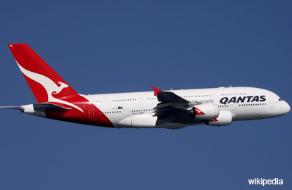 Qantas pays first dividend since 2009 after record profit