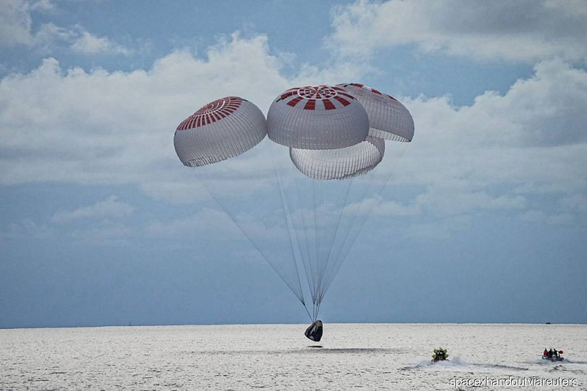 The quartet of newly minted citizen astronauts comprising the SpaceX Inspiration4 mission safely splashes down in SpaceX's Crew Dragon capsule off the coast of Kennedy Space Center, Florida, US on Saturday Sept 18, 2021. (Photo by SpaceX/Handout via Reuters)