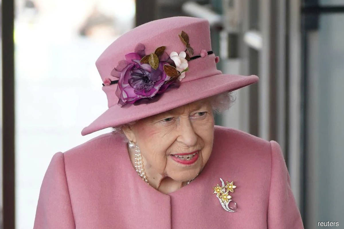 Queen Elizabeth back at desk after first night in hospital in years