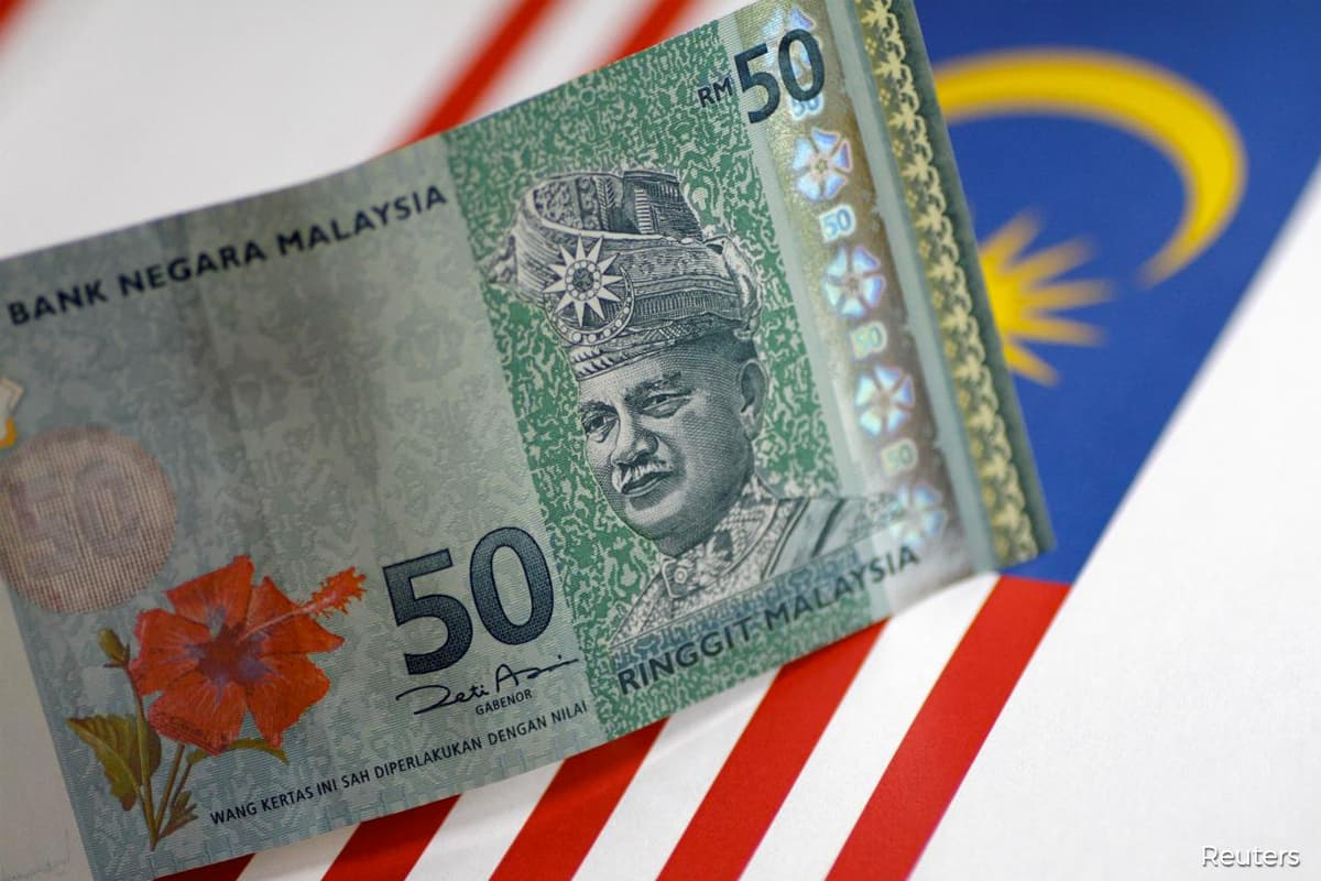 Ringgit retreats to open lower against US dollar