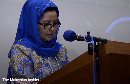 Johor sultanah offers to help students abroad as ringgit tumbles