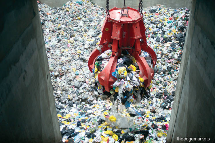 The machine sorting waste in Vantaa Energy's waste-to-energy plant
