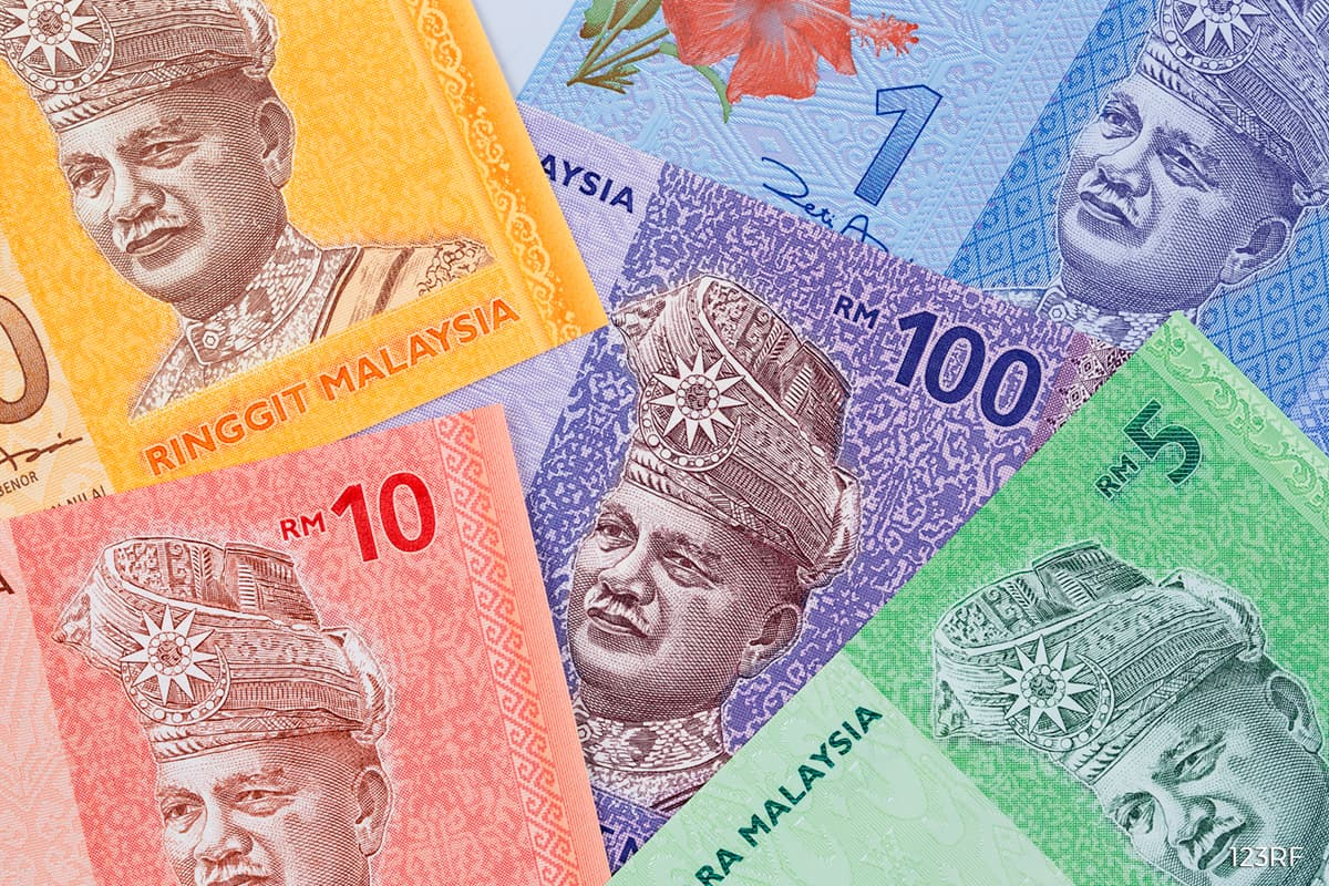 Ringgit lower versus US dollar, hobbled partly by crude oil market