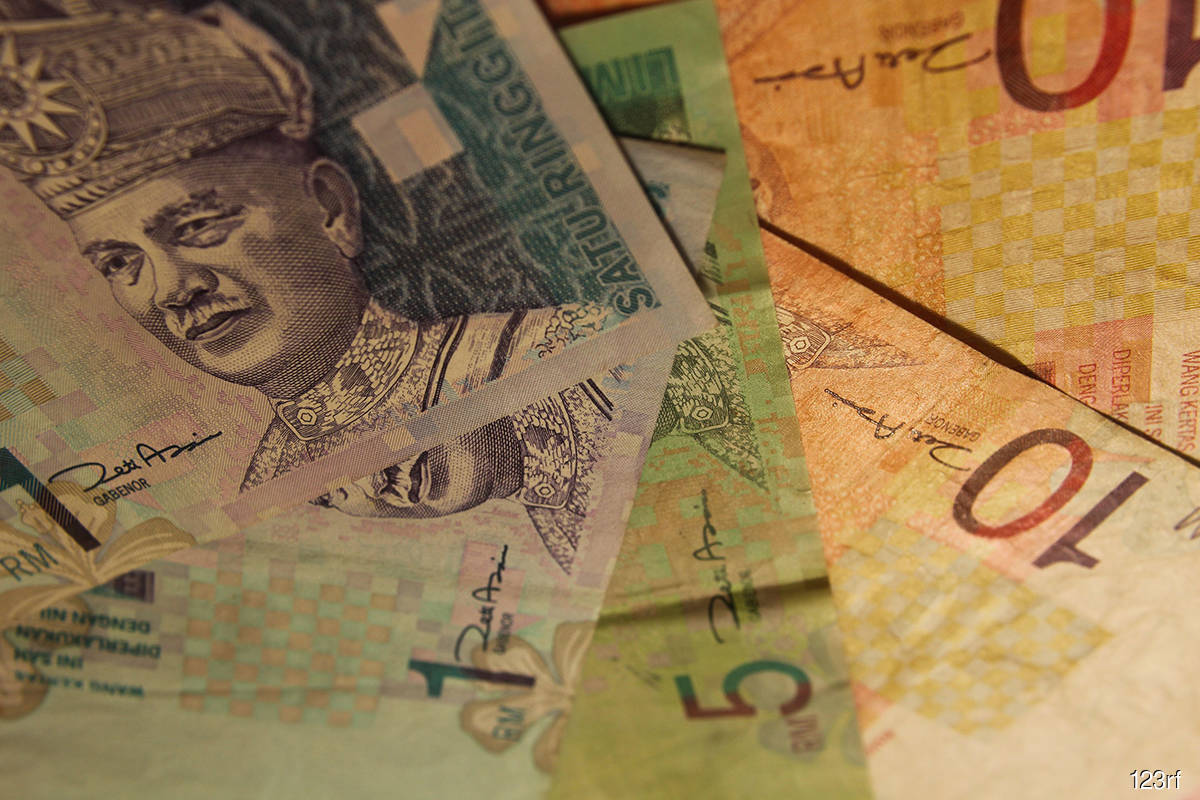 Ringgit ends lower against greenback ahead of US economic data