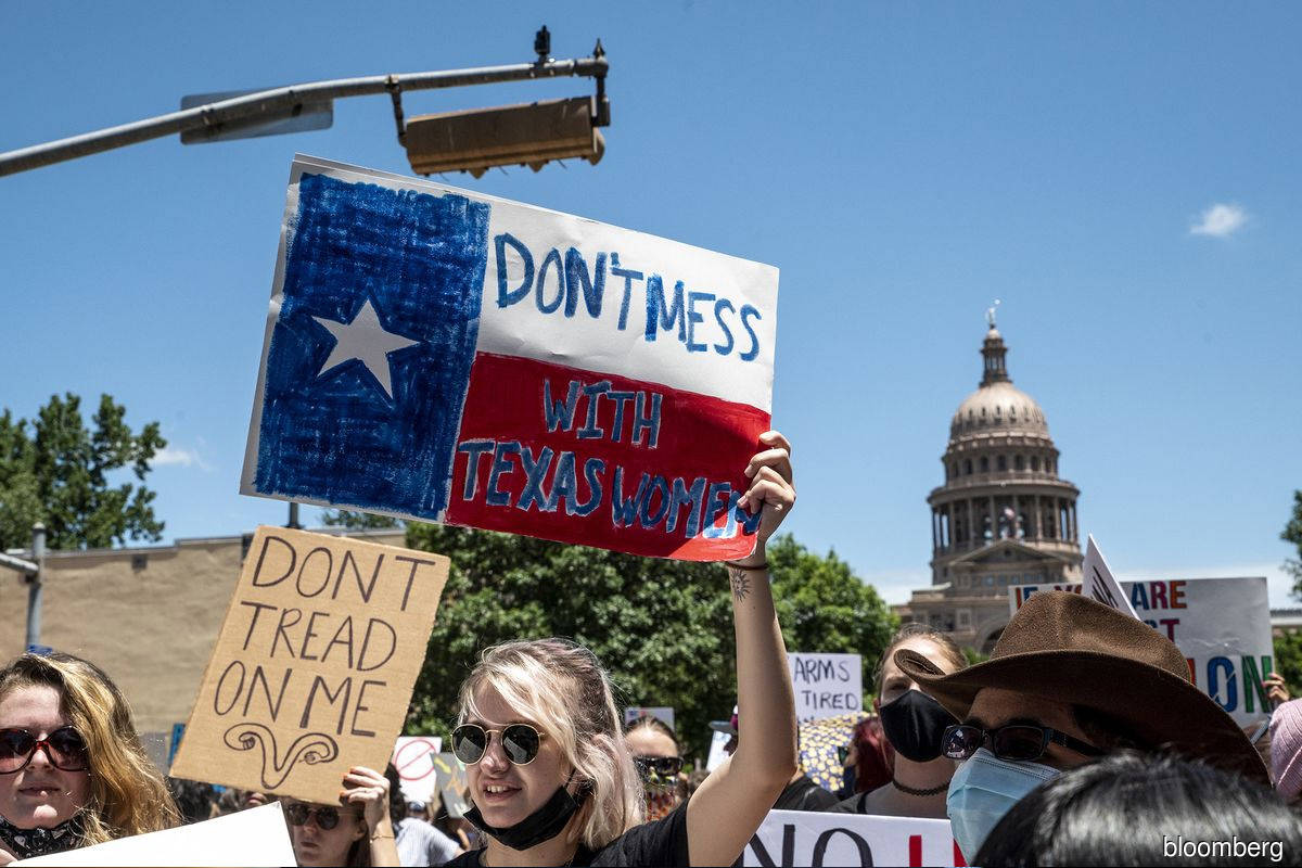 Phones don't stop ringing as abortions resume at Texas providers