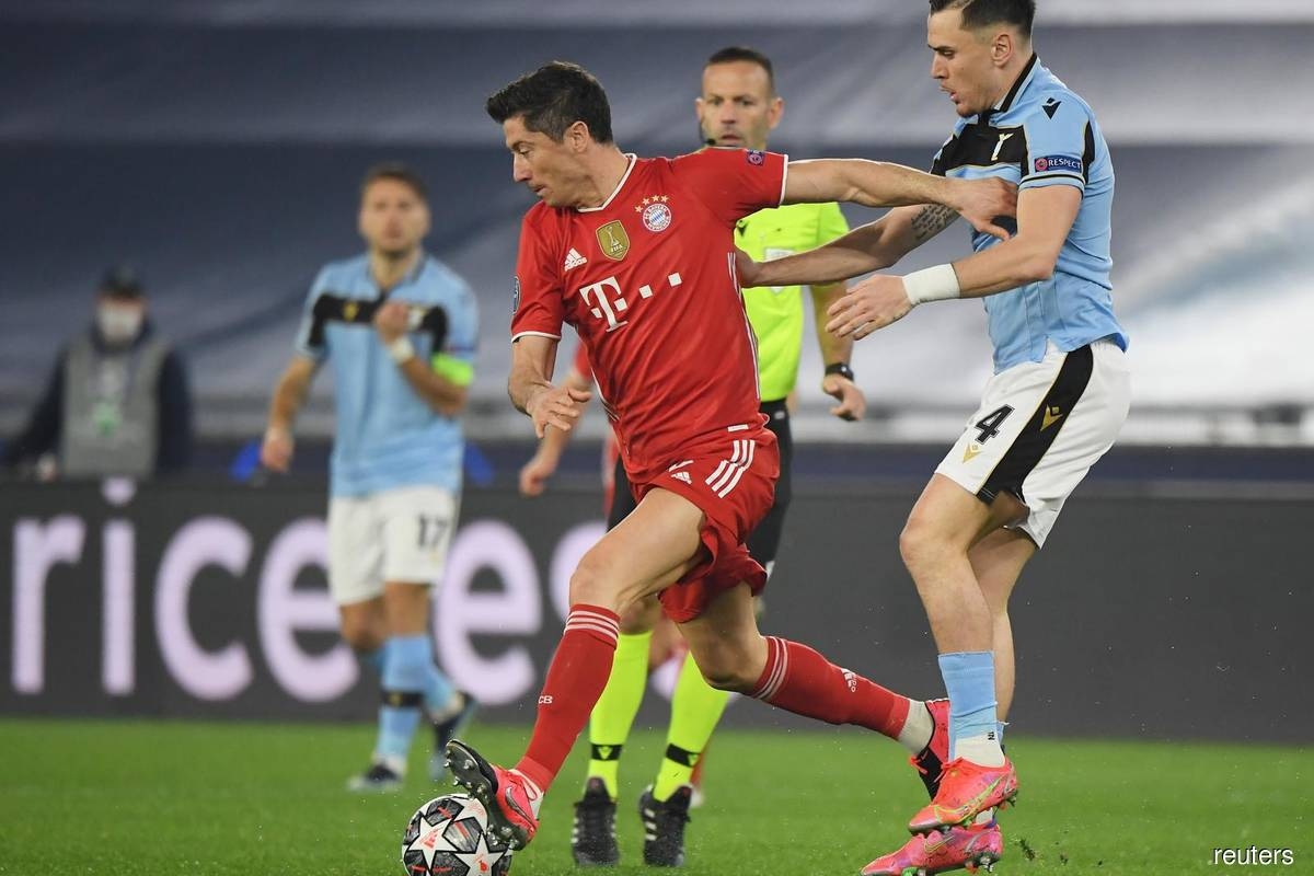 Lewandowski hits goal landmark as Bayern Munich hammer Lazio in Rome