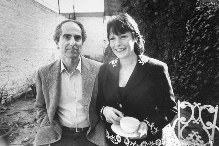 Philip Roth dies at 85