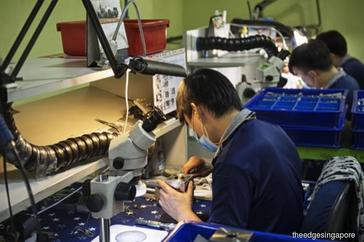 Singapore's manufacturing output drops 0.4% y-o-y in July