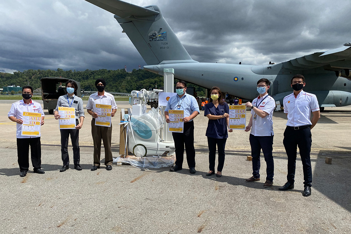 Shell donating a portable X-ray machine to the Sabah State Health Department in response to the Covid-19 pandemic