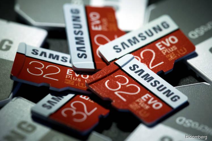 Samsung Warns of Weak Financial Results on Chip-Price Slump