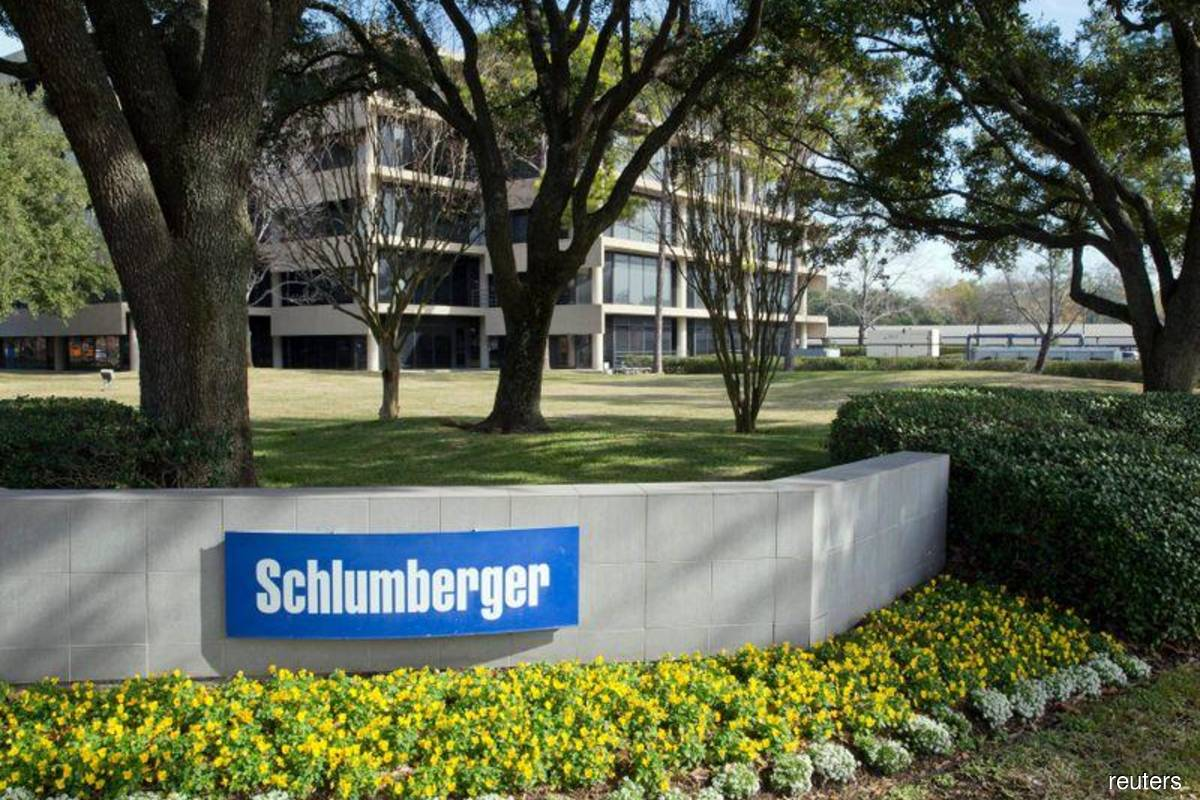 Schlumberger sells fracking unit as oil price cripples demand