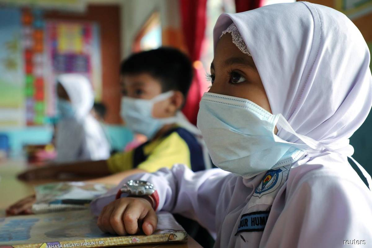 MoH looking into use of face shields for school children — Ismail Sabri