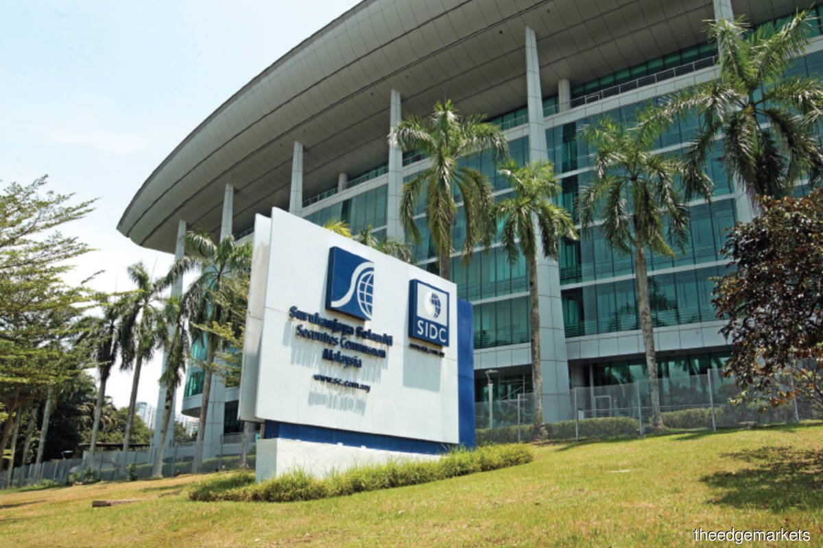 The SC: The provision of investment advice, whether through formal channels such as analyst reports or social media platforms, is considered one of the seven regulated activities under the CMSA. (Photo by Suhaimi Yusuf/The Edge)