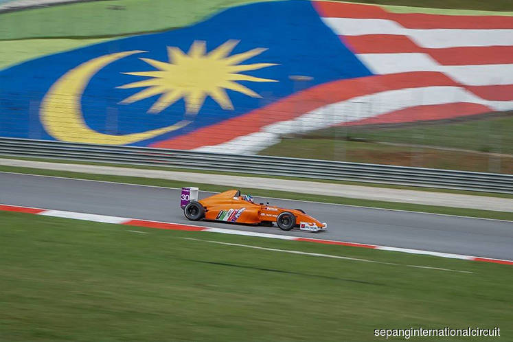 Dr M says F1 may return to Malaysia next year