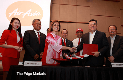 Signing-ceremony_agreement-between-AirAsia-Bhd-and-Destini-Aviation_theedgemarkets