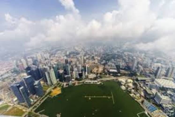 Singapore mulls bonds, reserves for US$72 bil climate fight