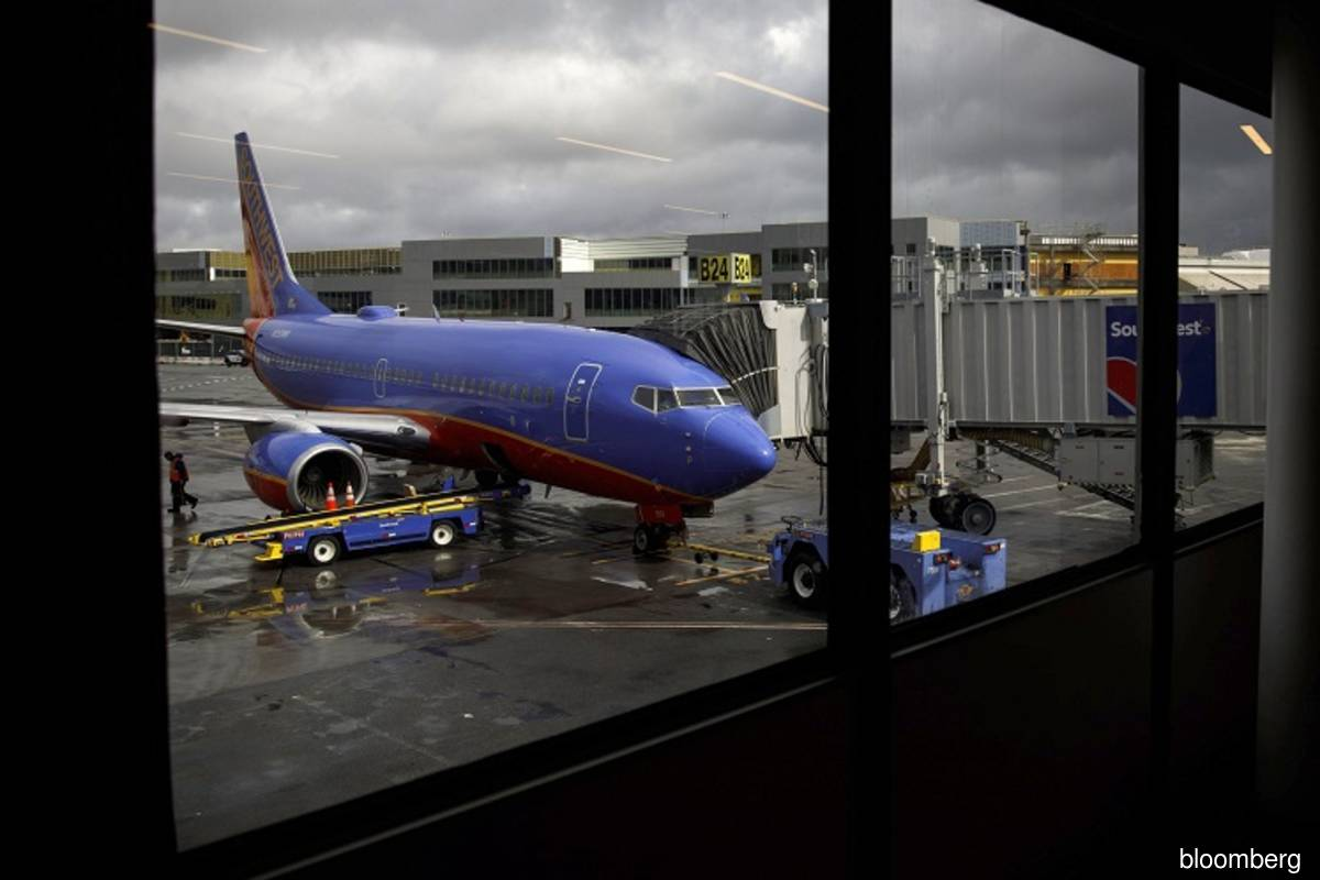 Southwest seeks pay cuts from unions to avoid lay-offs through 2021