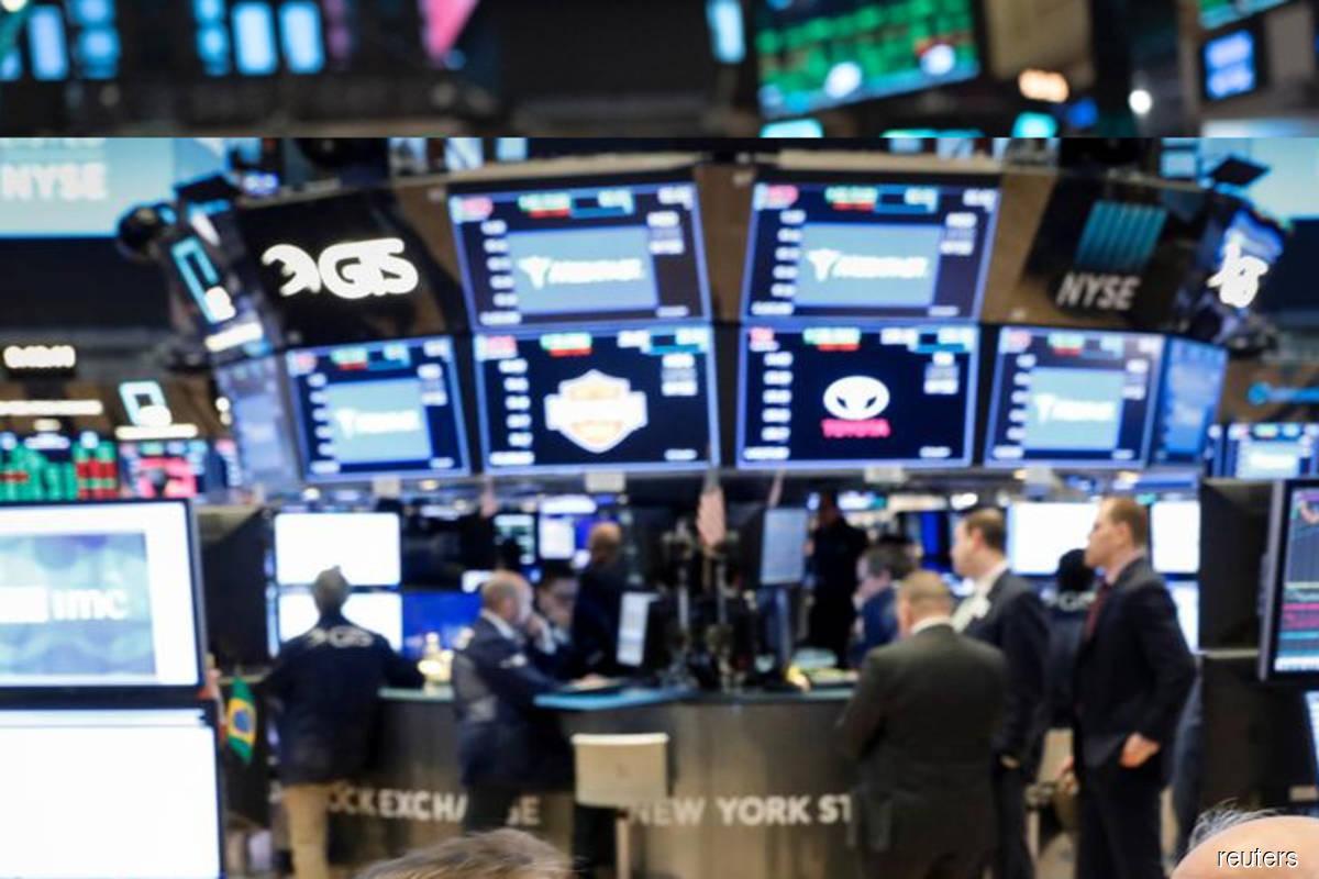 USA  stocks fall amid earnings