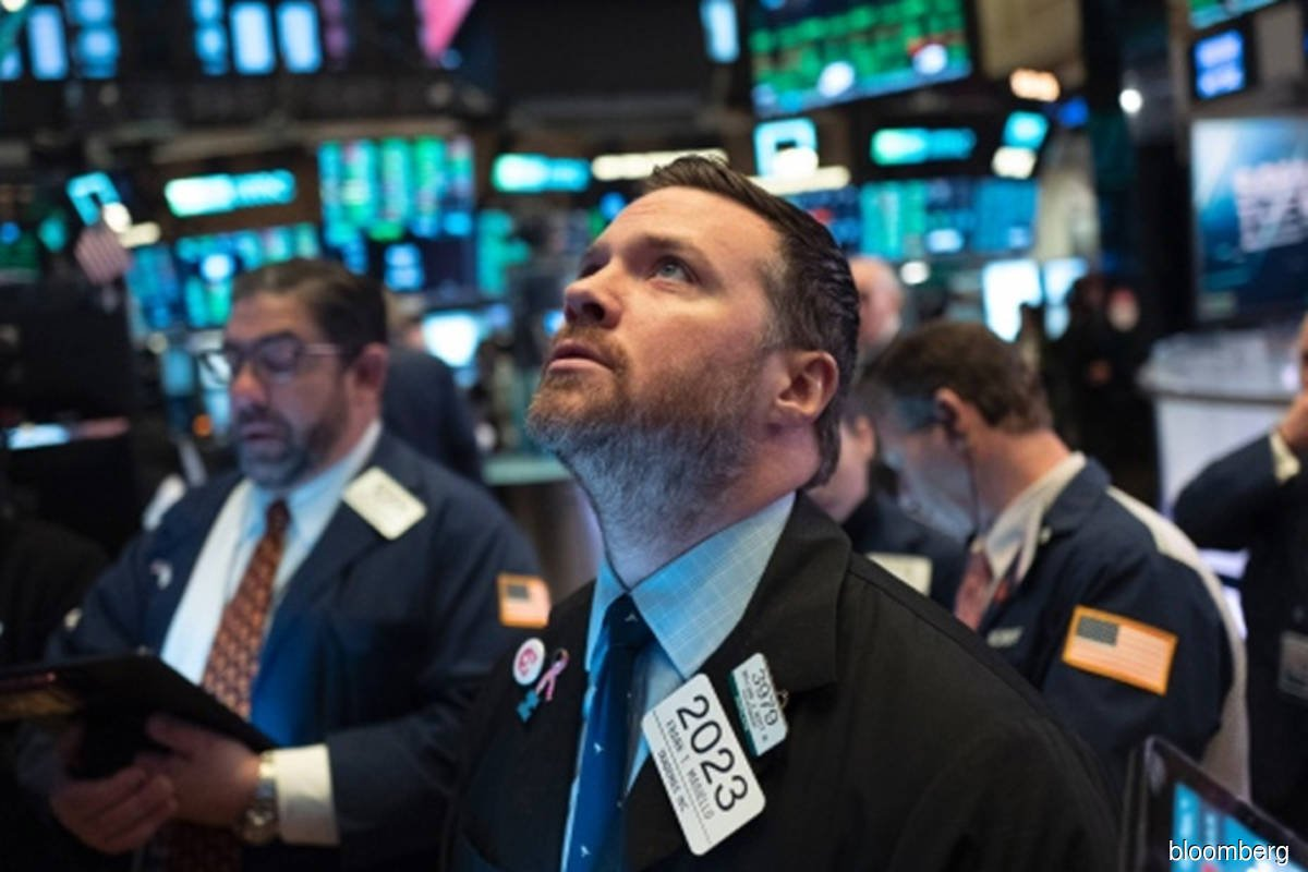 Energy, industrials prop up Dow; tech mega-caps slide