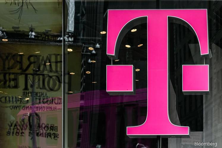 U.S. pauses T-Mobile-Sprint review in sign of fresh turmoil