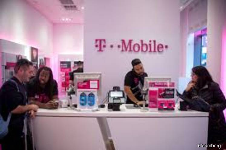 U.S. wants T-Mobile to create new rival before clearing megadeal