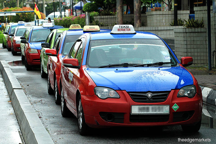 Cabbies told to renew expired driver's cards to receive RM600 aid entitlement
