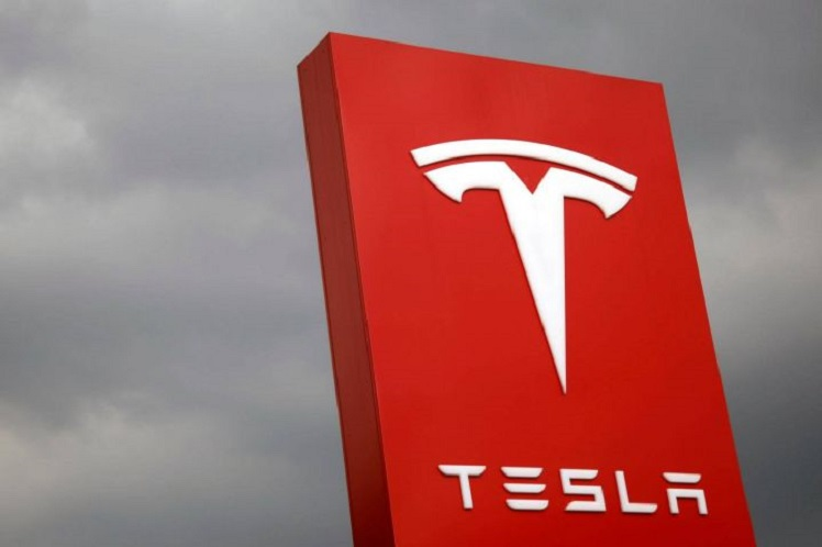 Tesla to cut pay after production suspended