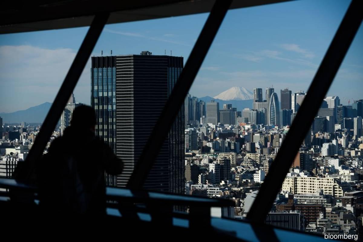 Japanese investors dump record amount of foreign bonds after surprise market rout