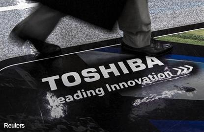 Toshiba books ¥712.5 bil writedown, chairman to resign