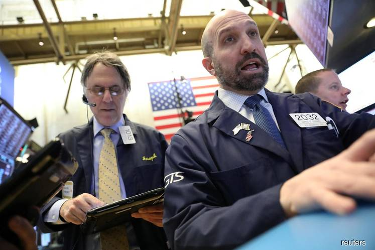 Wall St snaps five-day losing streak despite Boeing's drop