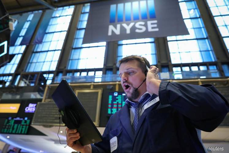 Wall St advances ahead of Fed policy meeting