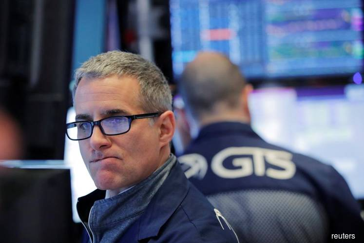 Wall St treads water after rally, Walgreens slumps on profit warning