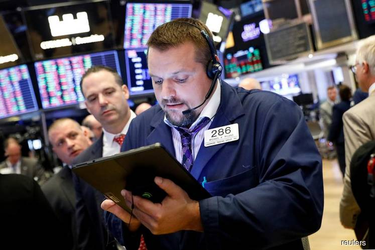 Wall St ends flat as mixed economic data signals caution