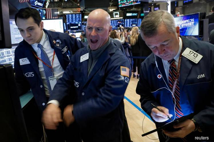 Wall St extends recent gains on trade deal optimism