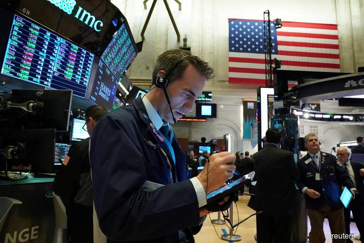 Wall St slips with investor focus on Middle East, but chipmakers climb