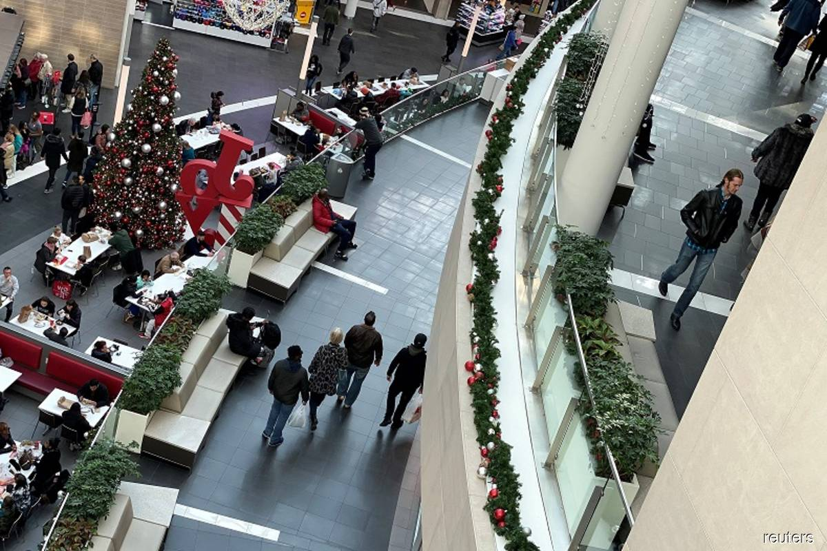 US holiday sales expected to rise up to 5.2% — NRF