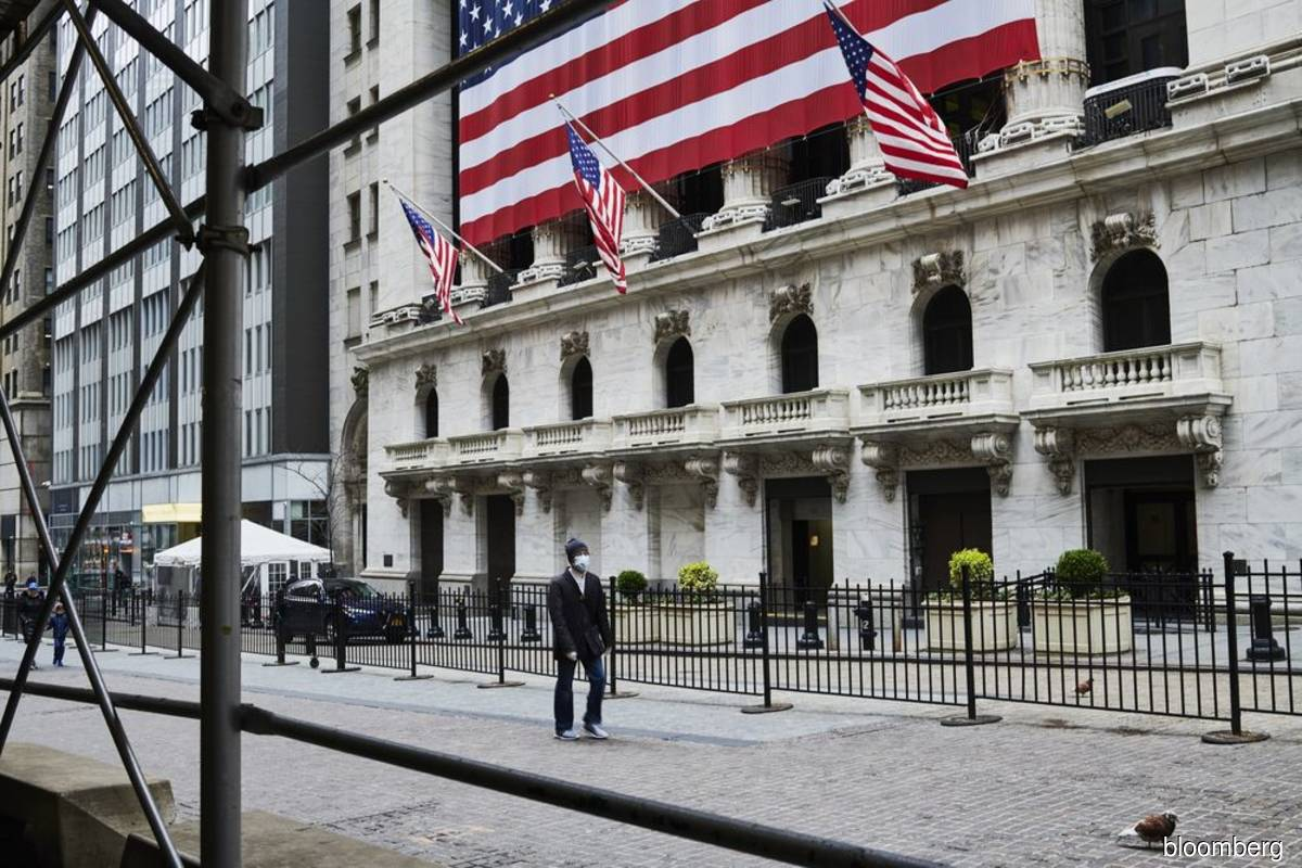 S&P 500 and Nasdaq end down after hitting record highs