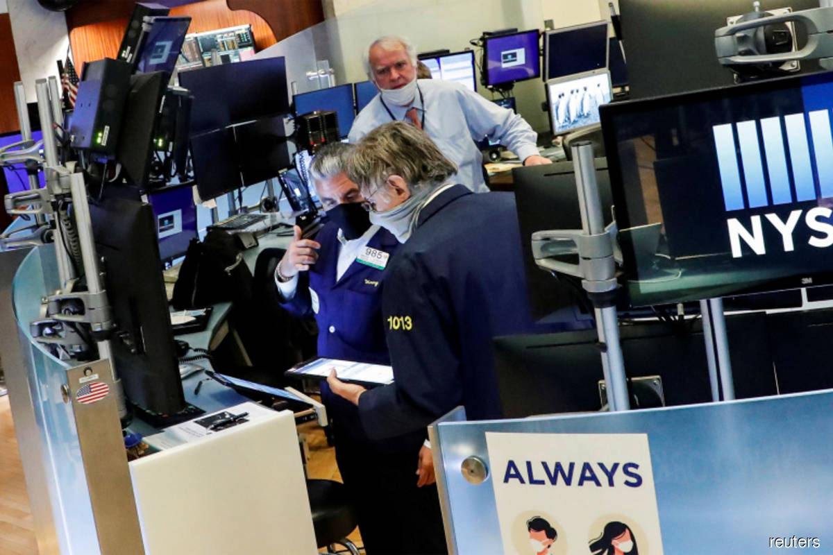 S&P 500, Nasdaq hit record highs on boost from tech, oil stocks