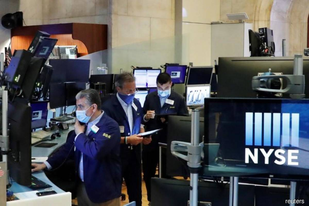 Wall St hovers near record highs, S&P 500 set for strong August