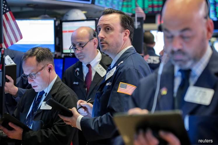 Tech shares gain ahead of earnings; Oil advances
