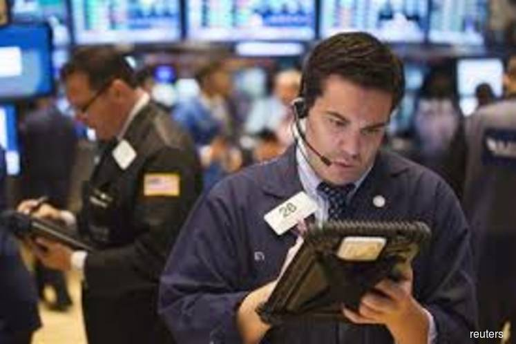 Energy, healthcare shares keep a lid on Wall Street, Iran concerns linger
