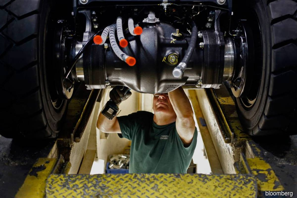 US durable-goods orders unexpectedly quicken on auto boost