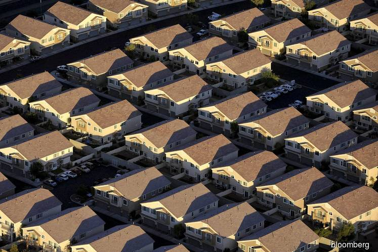 U.S. home mortgage delinquencies soar by most on record in April