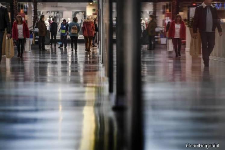 U.S. consumer sentiment falls in June amid tariff concerns