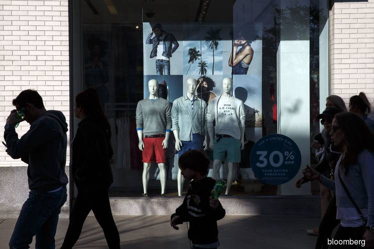 Upbeat outlook lifts U.S. consumer sentiment to 15-year high