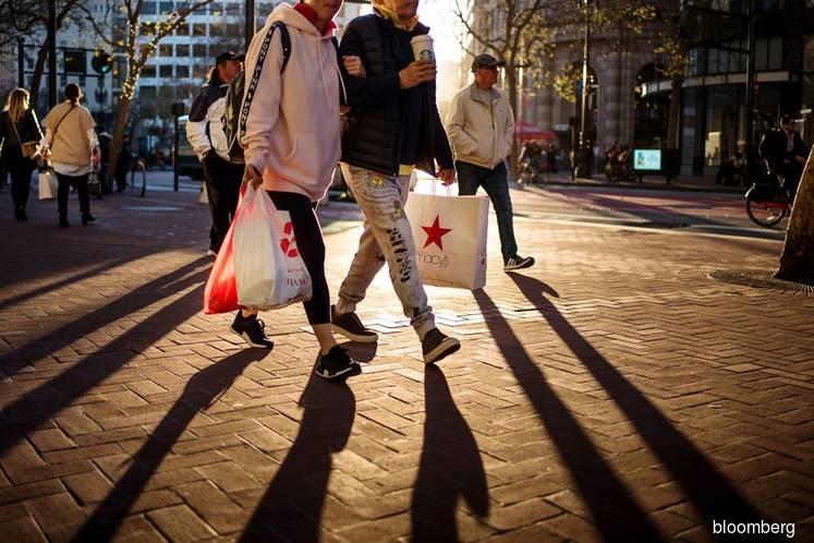 Drops in consumer confidence, home sales show U.S. economy risks