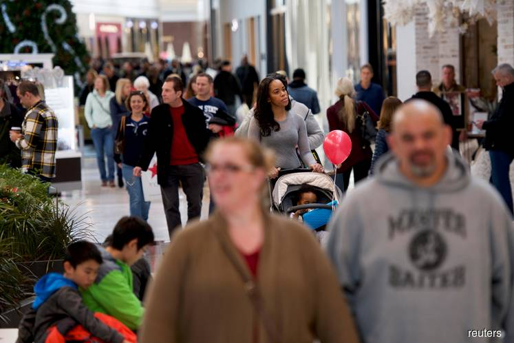 Consumers prop up U.S. economy as business spending retrenches
