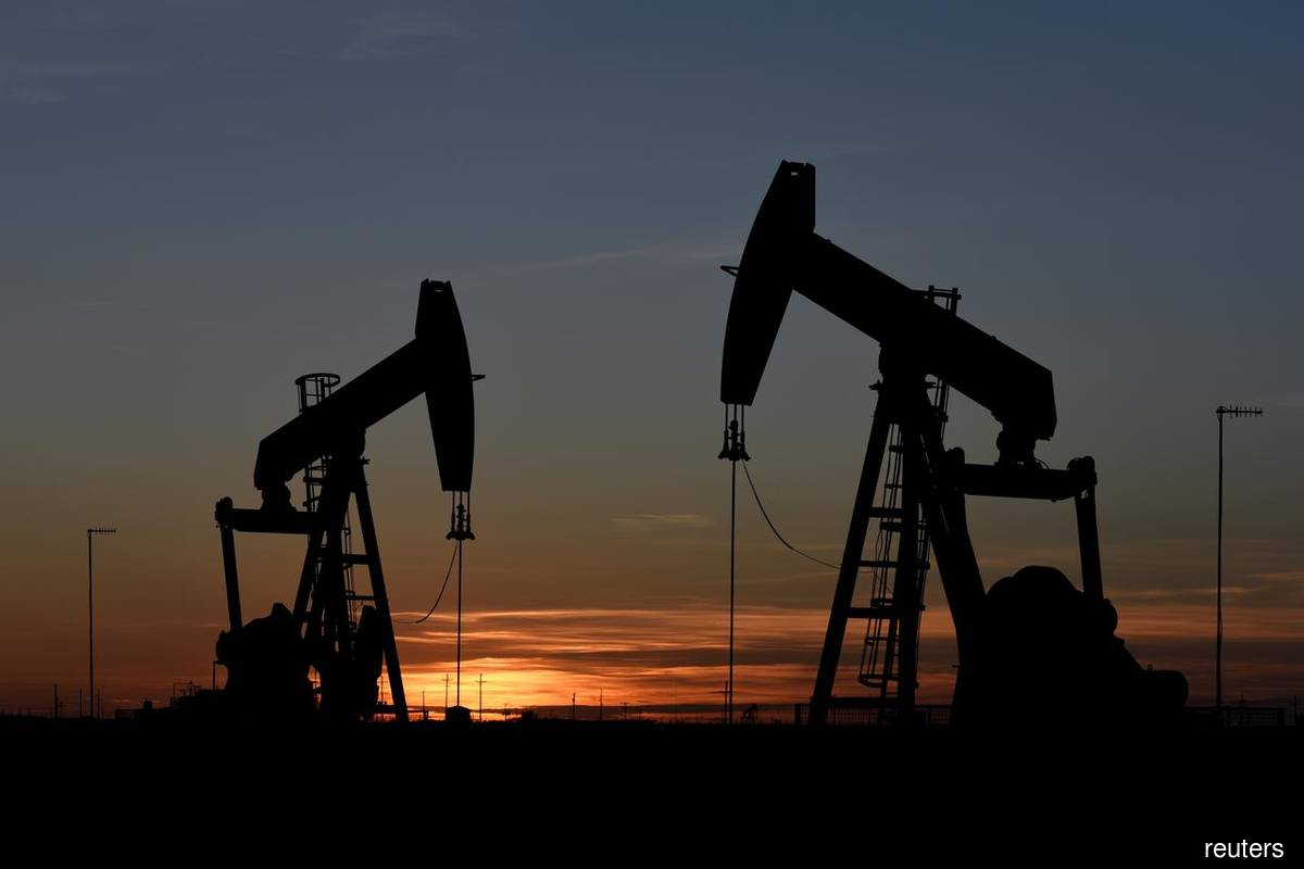 Oil prices jump on United States  inventory drop