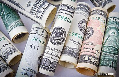 US dollar hits 2-week high vs yen, muted elsewhere
